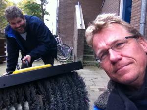 Frank Oosterhoff en Jan Bos (r) met de nieuwe aanwinst